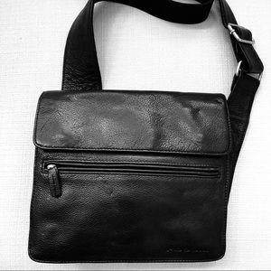 Like New Fossil Messenger Bag Black Pebble